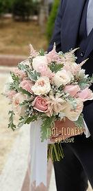 Ρομαντική νυφική ανθοδέσμη σε ροζ παλ αποχρώσεις