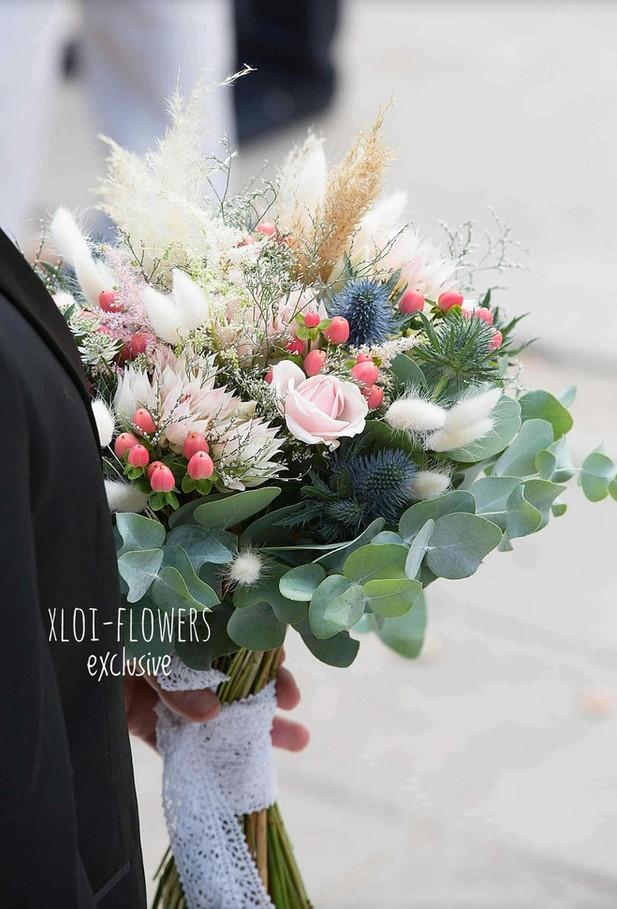 Boho bridal bouquet σε ροζ αποχρώσεις