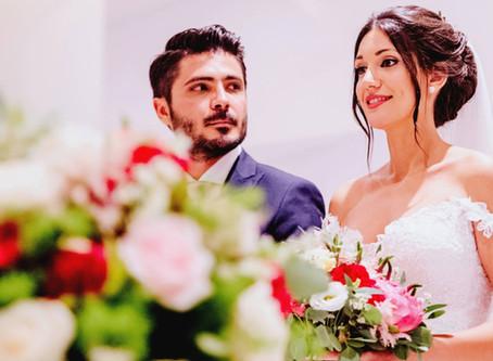 Ρομαντικός καλοκαιρινός γάμος στην Αθήνα με υπέροχο ανθοστολισμό...