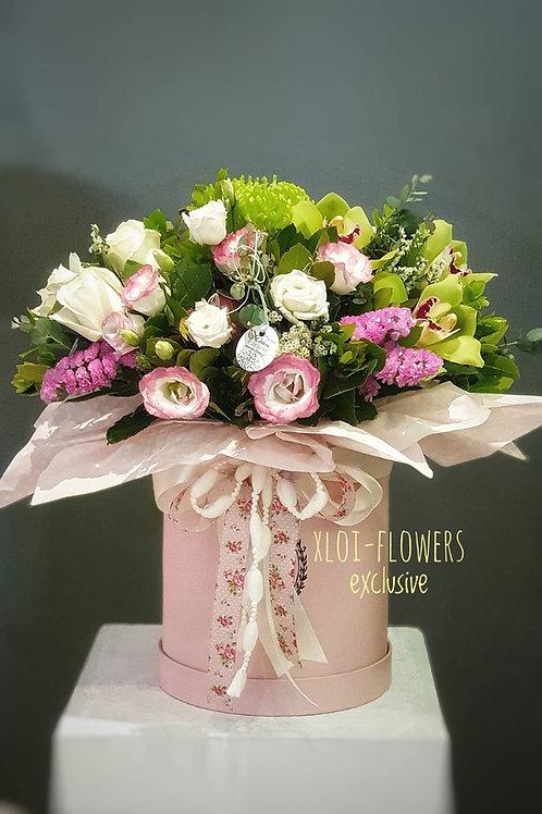 Ρόζ καπελιέρα με εξαιρετικά λουλούδια
