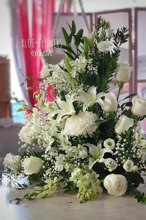 Σύνθεση λουλουδιών ψηλή μιάς όψεως