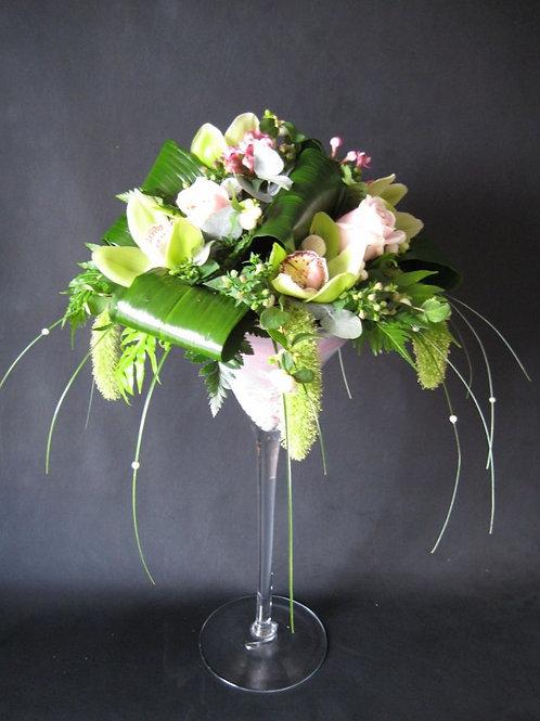 Πρωτότυπη σύνθεση λουλουδιών σε γυάλα Martini