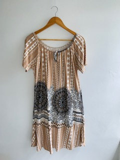 Vestido Jersey bege e caramelo desenhos geométricos/arabesco