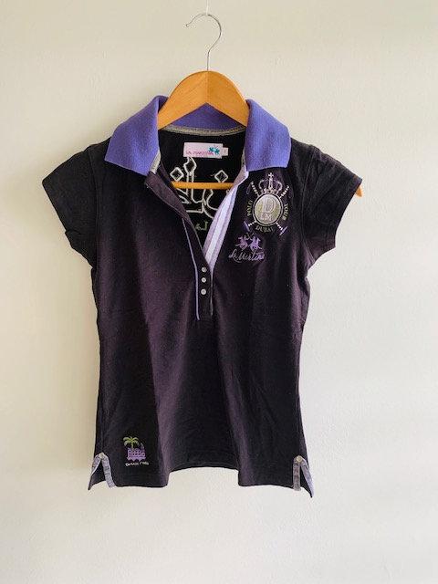 Camiseta feminina, gola polo