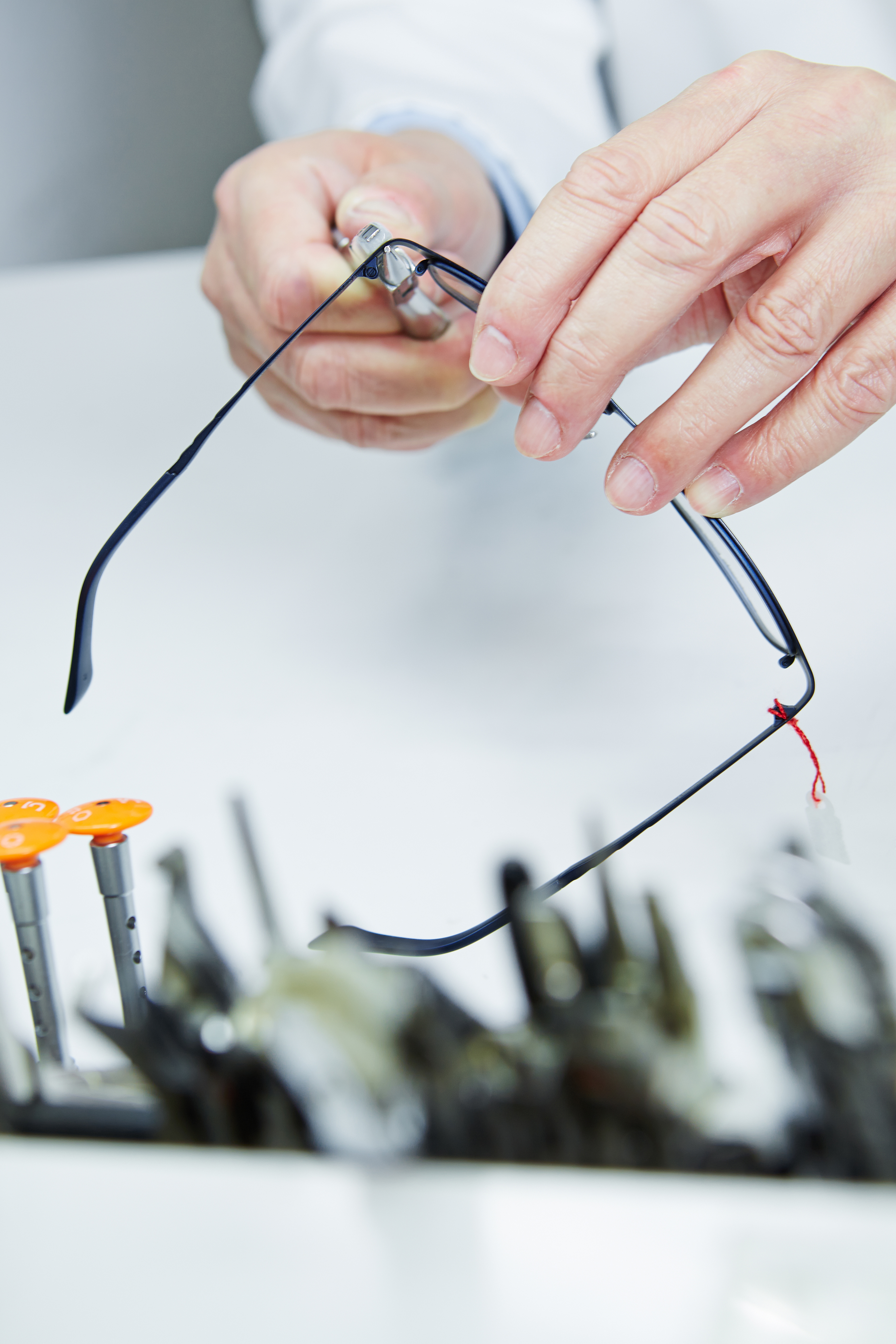 Workshop repair of glasses through hands of an optician