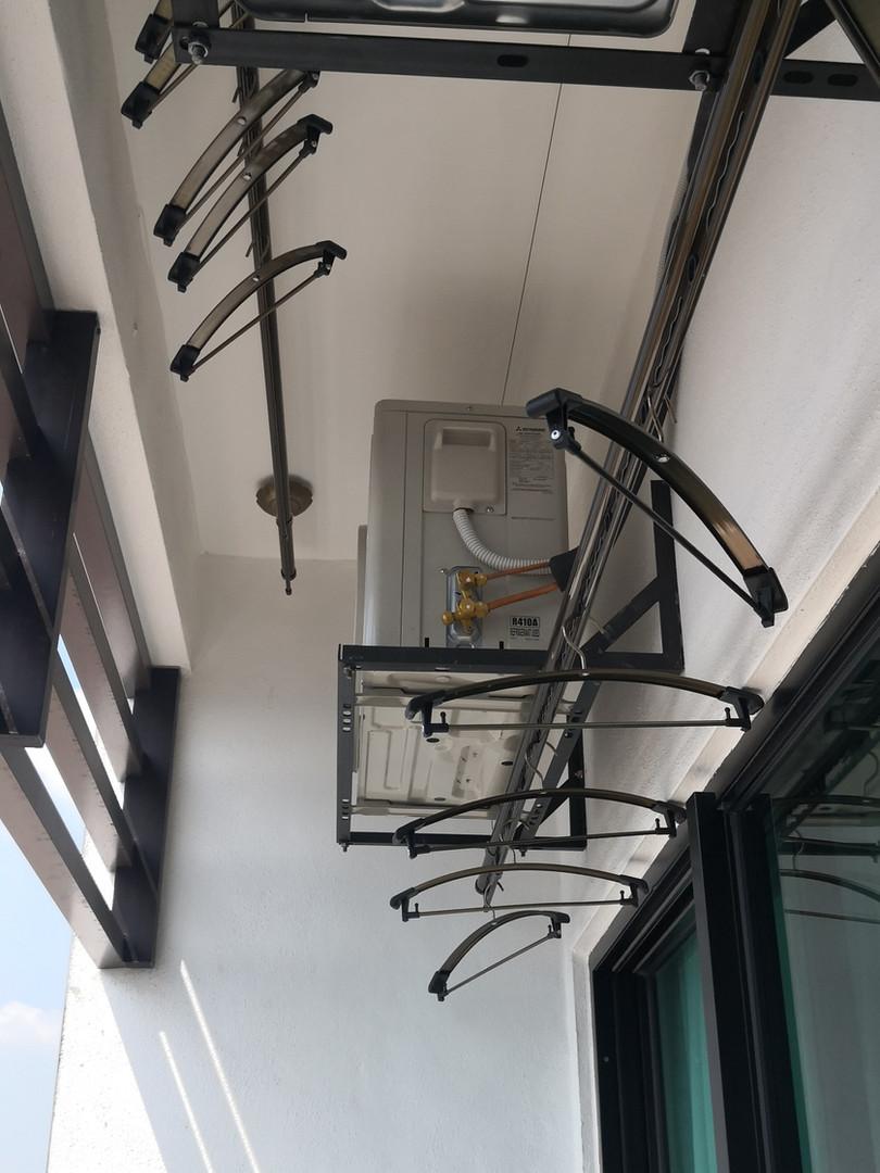 lifting clothes hanger
