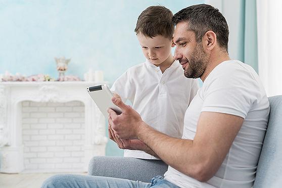 100dpi-parents-homme.2385920.jpg