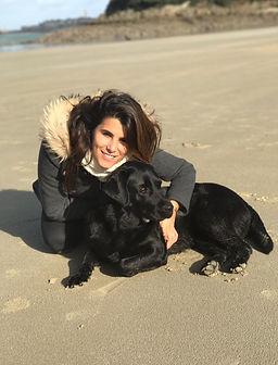 Karine Ferri et Dolmen, la chienne labrador noir