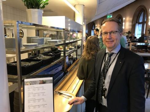 Suecia: el país donde los parlamentarios no tienen asesores propios y se pagan el café de su bolsill