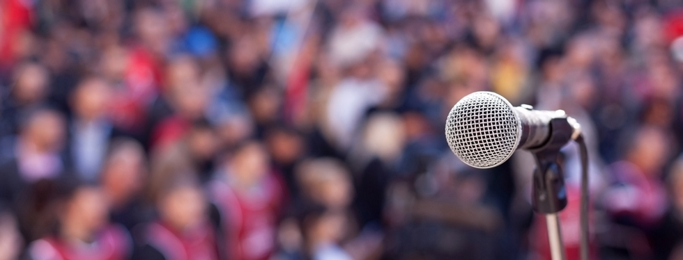 microphone-blurred-crowd.png