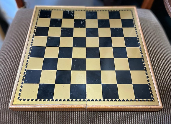 Beautiful Vintage Chess Set in Very Good Condition