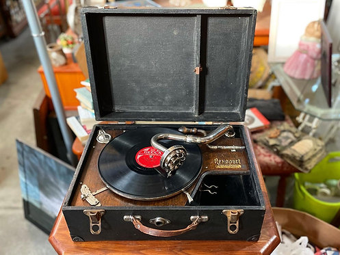 Antique Wind Up Portable Rexoport Gramophone from C.1929 (Australia)