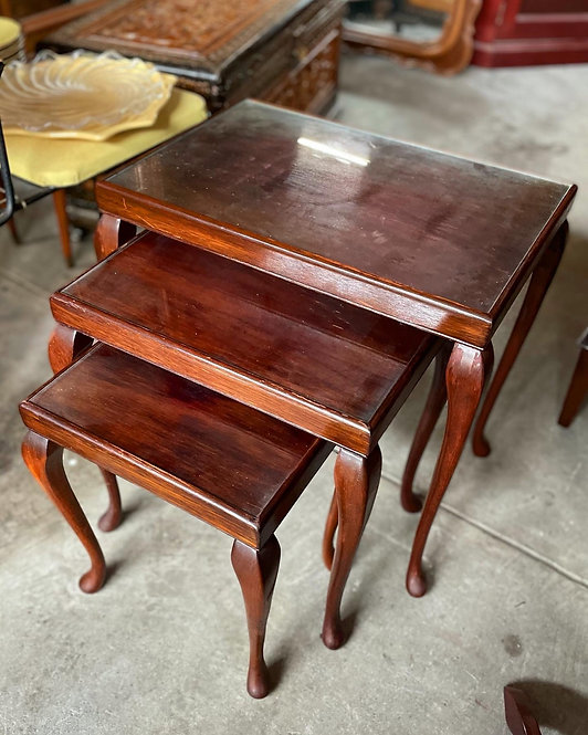 Beautiful Set of 3-Piece Nest of Tables with Cabriole Legs