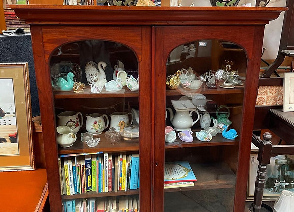 Gorgeous Solid Timber Display Cabinet in Good Condition