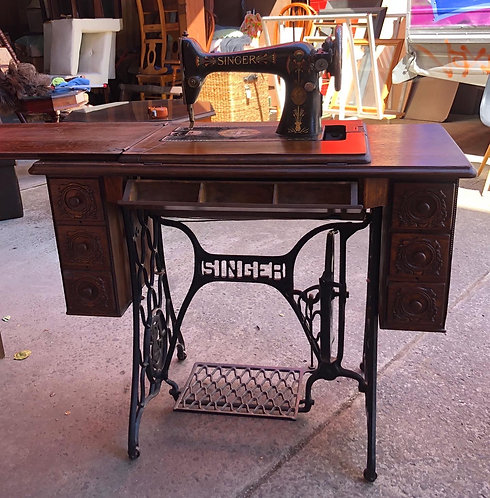 C.1920s Singer Sewing Machine in a Good Condition