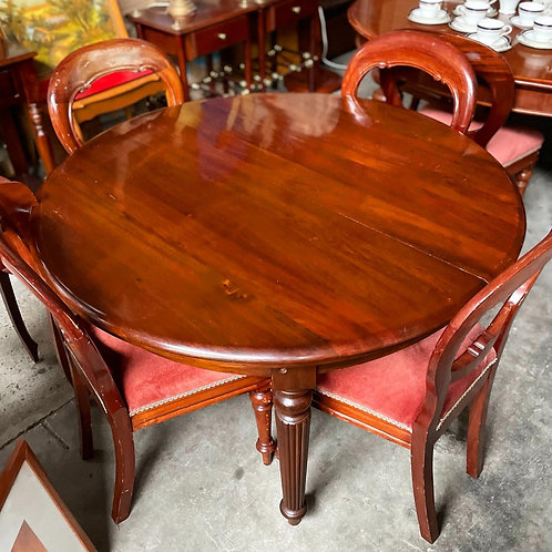 Exquisite Antique Victorian 2-Leaf Dining Table with Reeded Legs from C.1920s