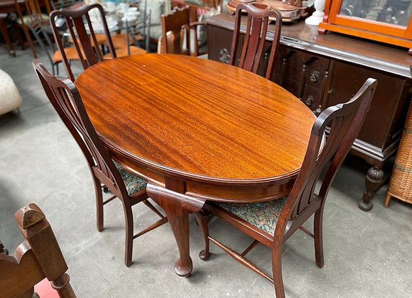 Queensland Maple Dinning Table from C.1920s with 4 Matching Chairs