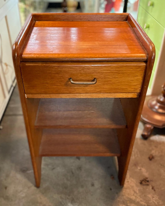 Solid Vintage 1 Drawer Side Table in Excellent Condition