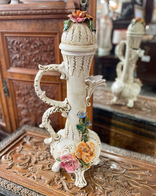 Beautiful Floral Motifs Vase manufactured by Capodimonte Porcelain from. 19th ce