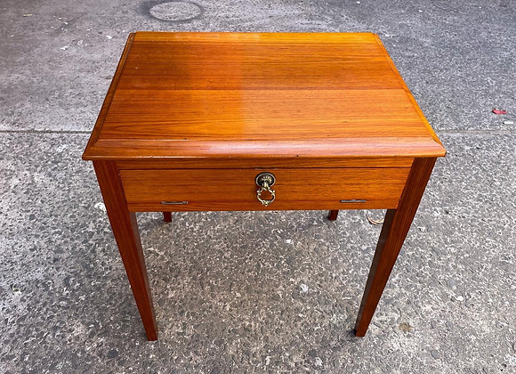 Stunning Vintage 1 Drawer Side Table in a Really Good Condition