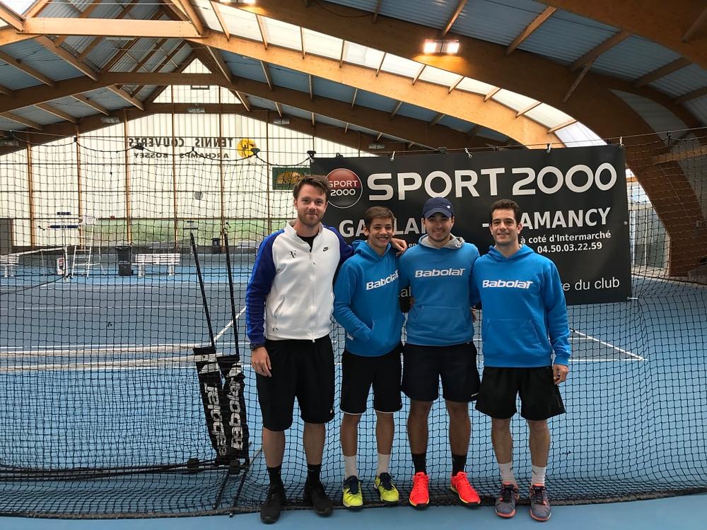 Notre équipe 1 hommes (Thomas, Arnaud, Boris et Romain de g. à d.) victorieuse à Archamps le week-end dernier