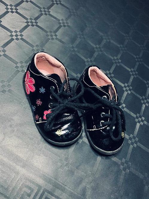 Chaussure noir à fleur