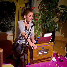 Kathleen Karlsen leading kirtan, mantras and chanting