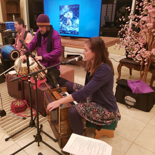 Kathleen Karlsen with Shiva Ram Kirtan