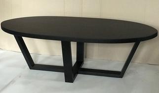 Ovalus medienos masyvo stalas