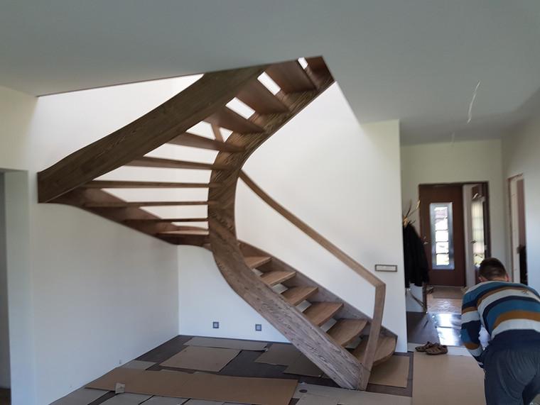 Modernūs masyvo laiptai