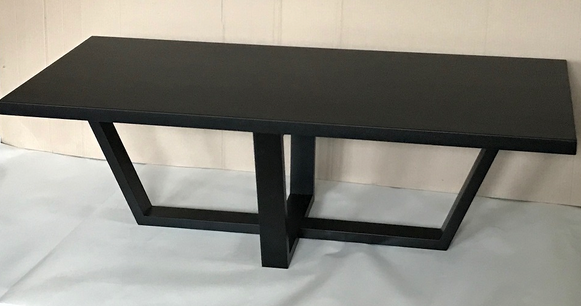 Medienos masyvo stalas