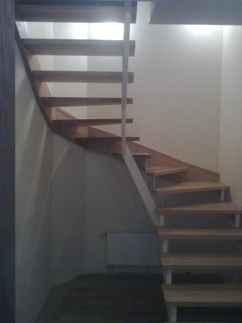 Besisukantys laiptai