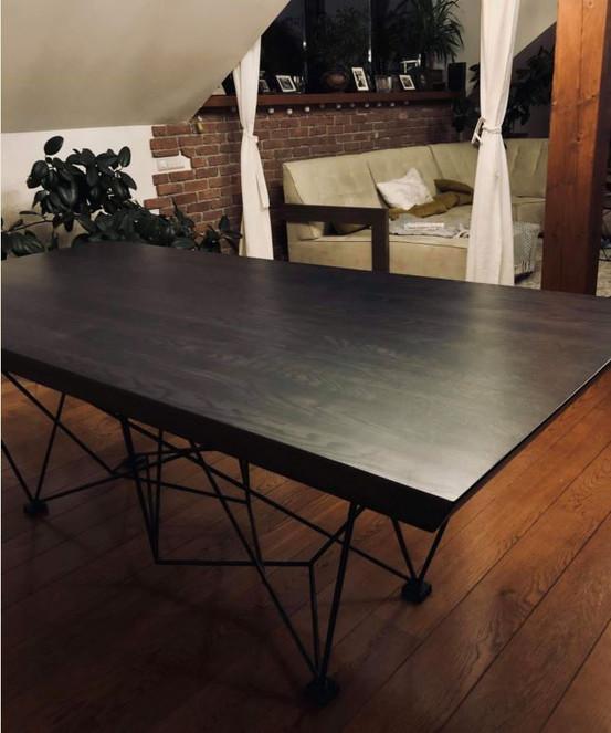 Ąžuolo masyvo stalas