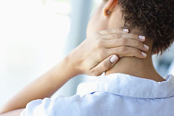 Akute Nackenschmerzen werden in der Praxis für Schmerzen von Dr. med. Johann Christian Weiss durchgeführt und behandelt.