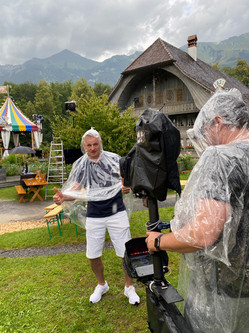 Salzgeber im Regen bei Proben zum Donnschtig-Jass
