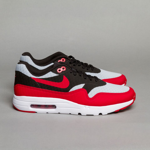 adeebcbe Air Max 1 Ultra Essential is a top quality, sports inspired footwear for  men. Featuring breathable mesh upper, no sew overlays and front mudguard,  you are ...