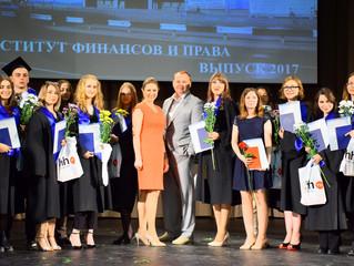 """Председатель Президиума КА """"СОГА"""" вручил дипломы выпускникам-юристам УрГЭУ"""