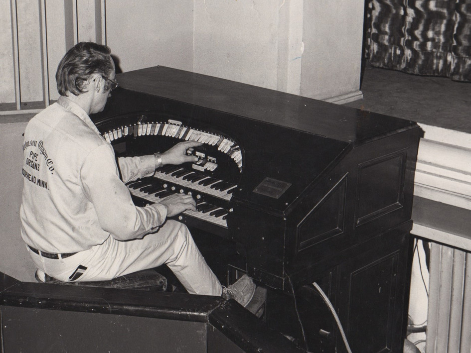 Lance Johnson at the Style E Wurlitzer. This photo was taken when the organ console was in it's original location in the Fargo Theatre. It was at the bottom left corner of the proscenium and was not on a lift.