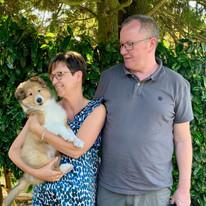 Gisa, 9 Wochenalt, mit ihre neue Familie.
