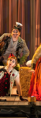 Ariadne ( Christine Goerke) and the Comedians