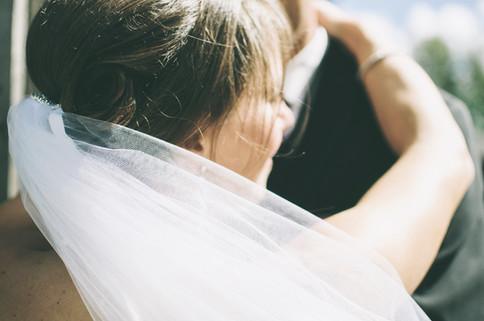 umschlungenes Brautpaar