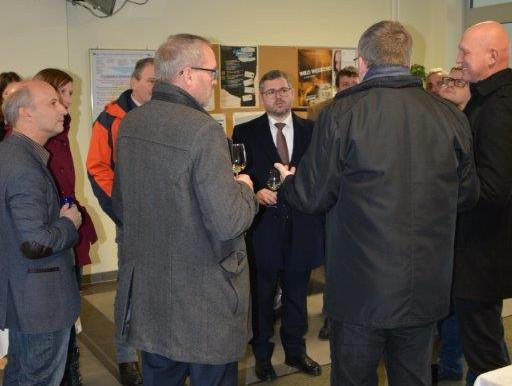 Landesrat Schleritzko zeigt sich von den Innovationen der HTL Karlstein begeistert