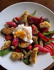 Salat_aus_Spinat,grünem_Spargel,_Erdbeer