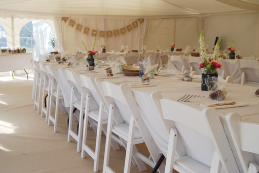 Relaxed marquee dinings