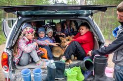 Семейный лагерь в лесу