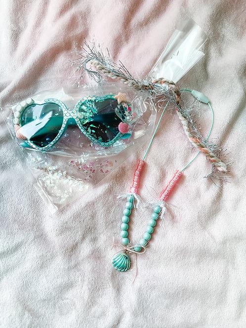 Sunny & Custom necklace pal