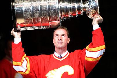 Joe-Nieuwendyk-Stanley-Cup.jpg