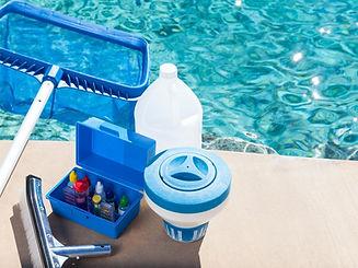 Contamos con una línea completa de accesorios para el mantenimiento de su piscina como barredoras, cepillos, redes saca hojas, analizadores, mangueras de aspiración etc.