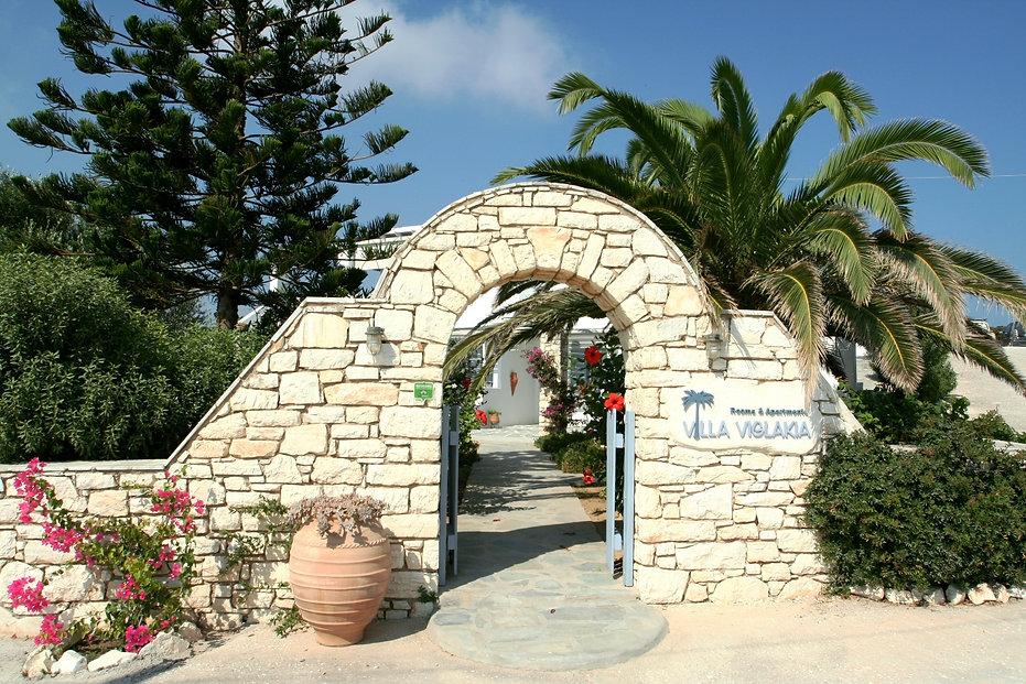 Entrance (stone arch)