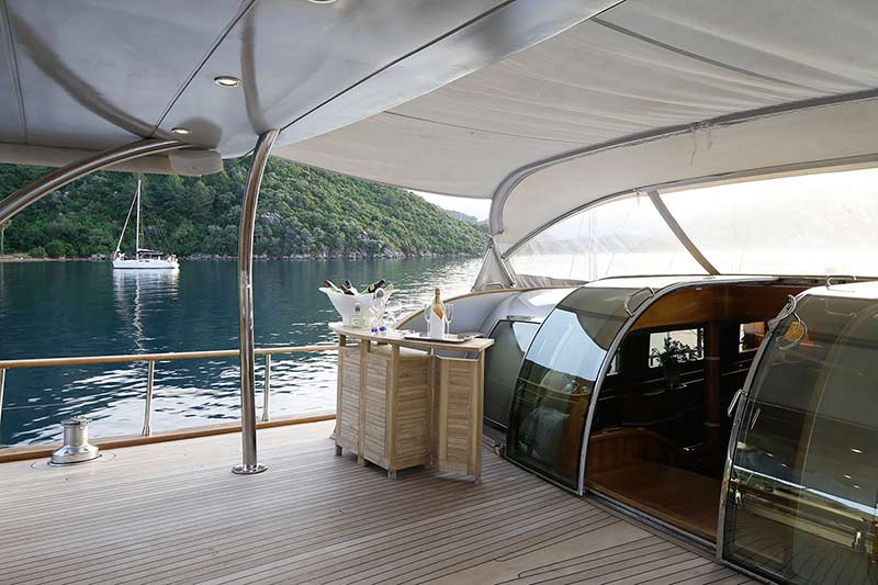 SY SILVER MOON - Aft deck